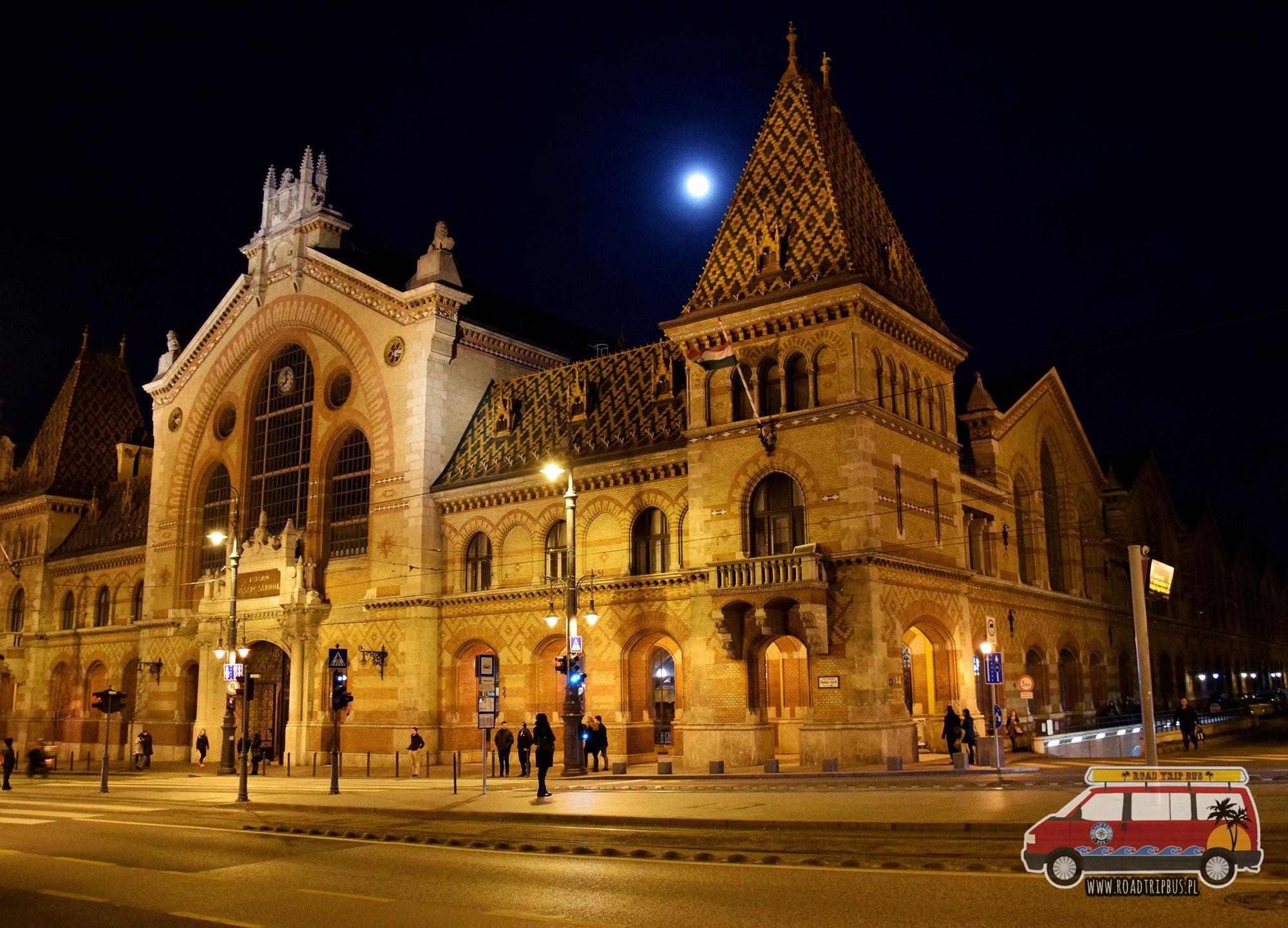 Centralna Hala Targowa w nocy