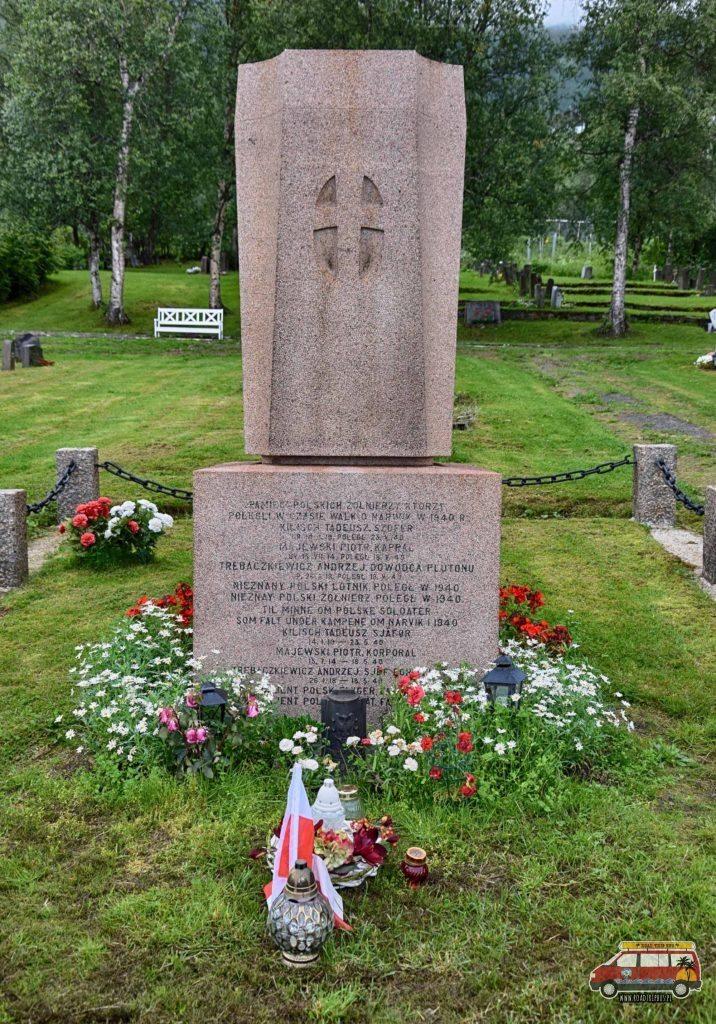 Mogiła upamiętniająca Polaków poległych w bitwie o Narwik.
