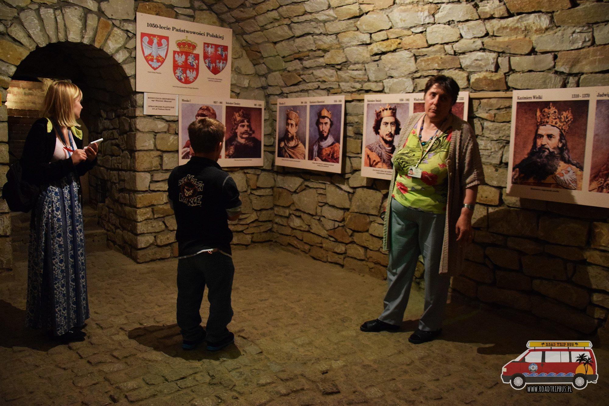 Dużym atutem Podziemi Opatowskich jest to, że nie zagląda tu rzesza turystów dzięki czemu zazwyczaj podziemia można zwiedzać w ciszy i spokoju.