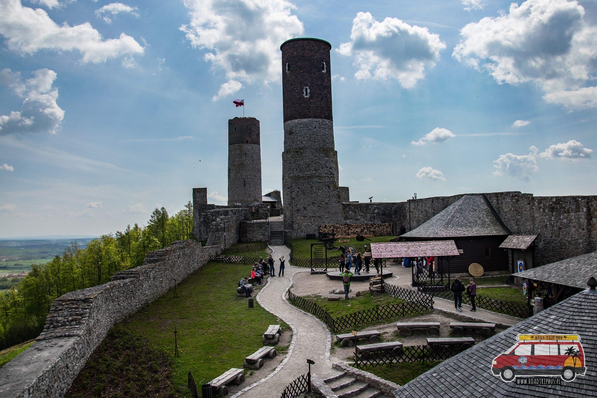 dziedziniec zamku checiny