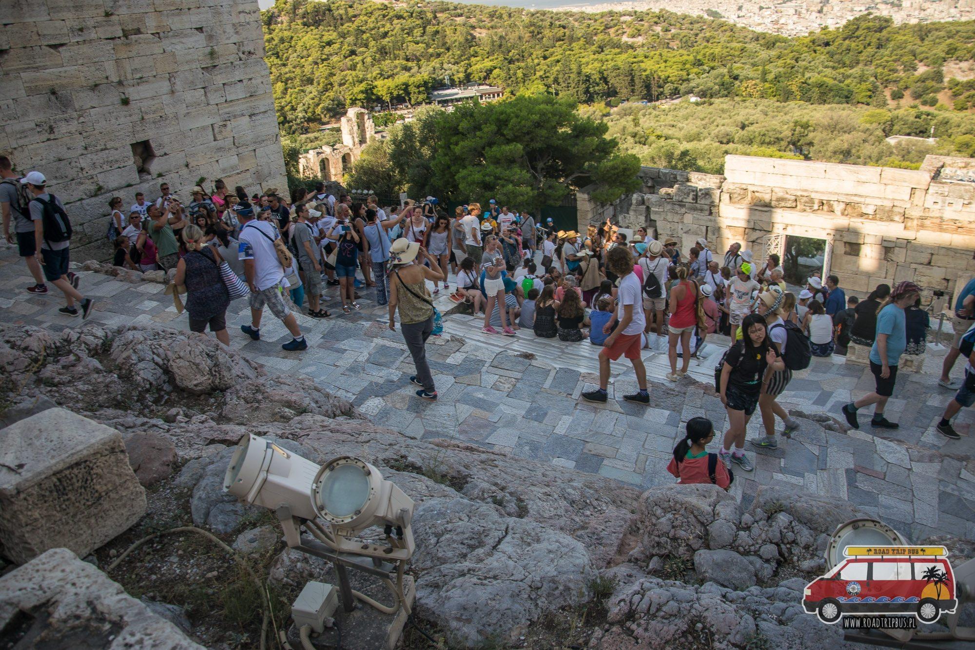 tłumy turystów na akropolu