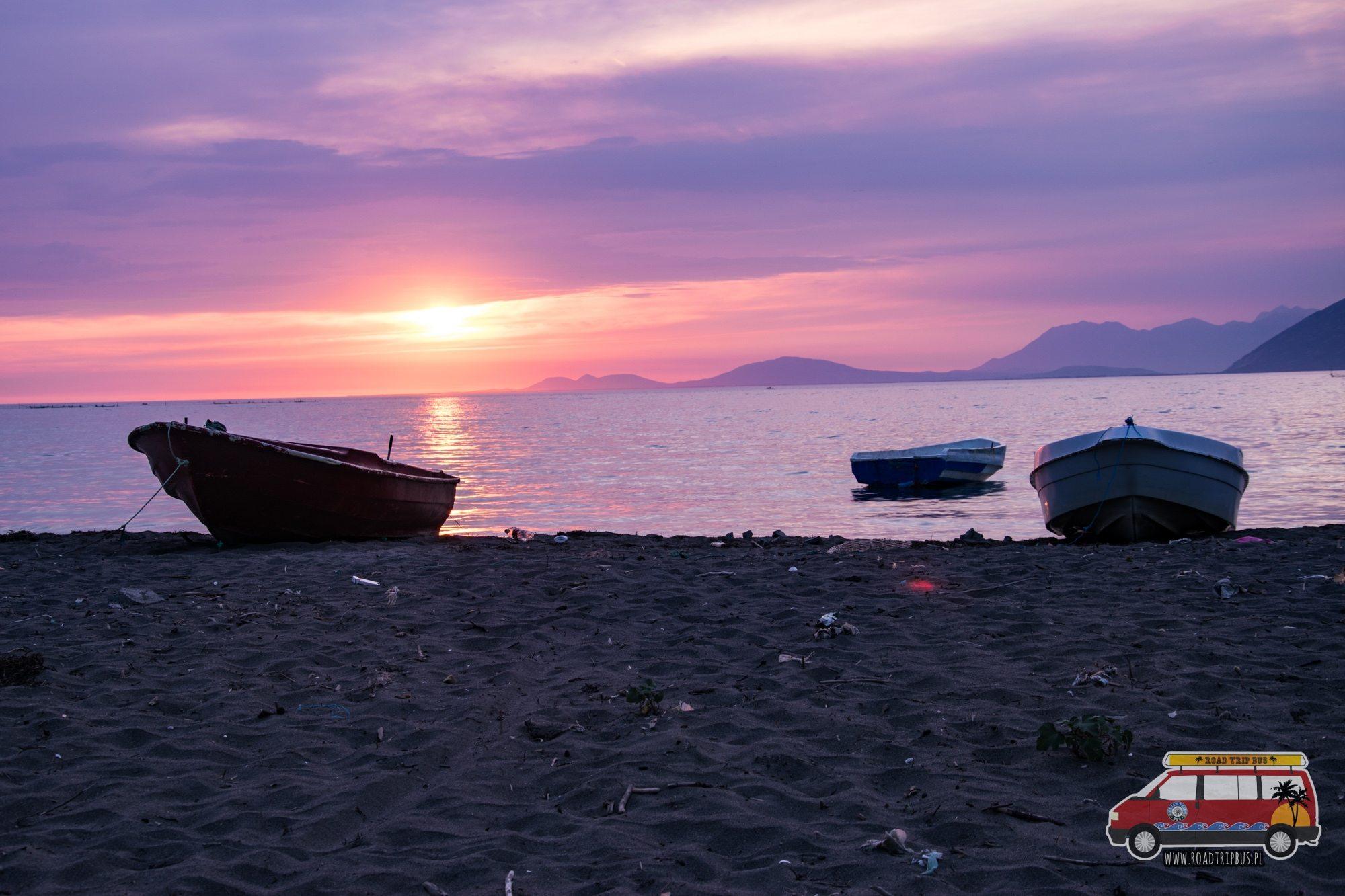 dzika plaża albania nocleg