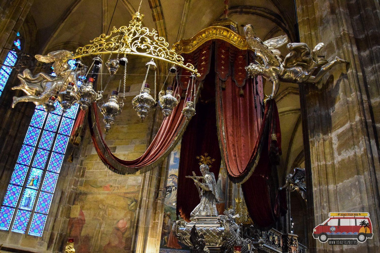 nagrobek św. Jana Nepomucena w Katedrze św. Wita