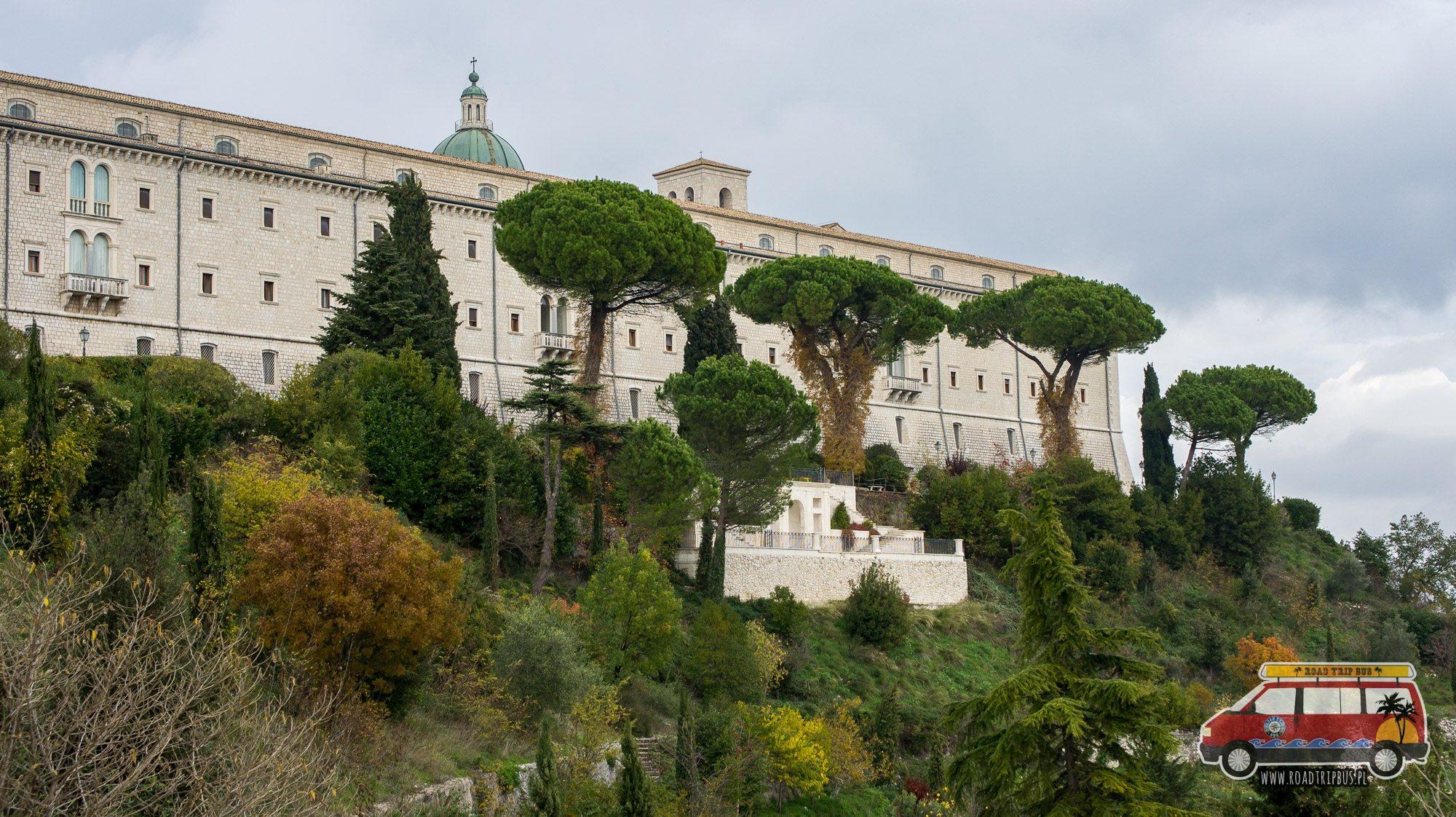 klasztor z zewnątrz