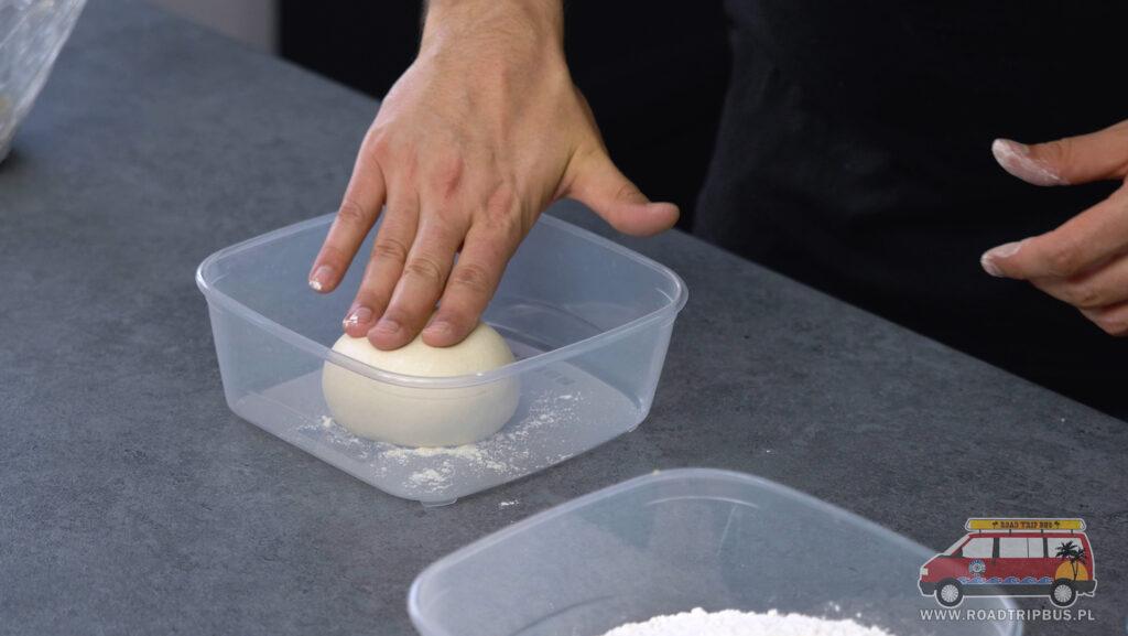 kulka ciasta przed wyrośnięciem