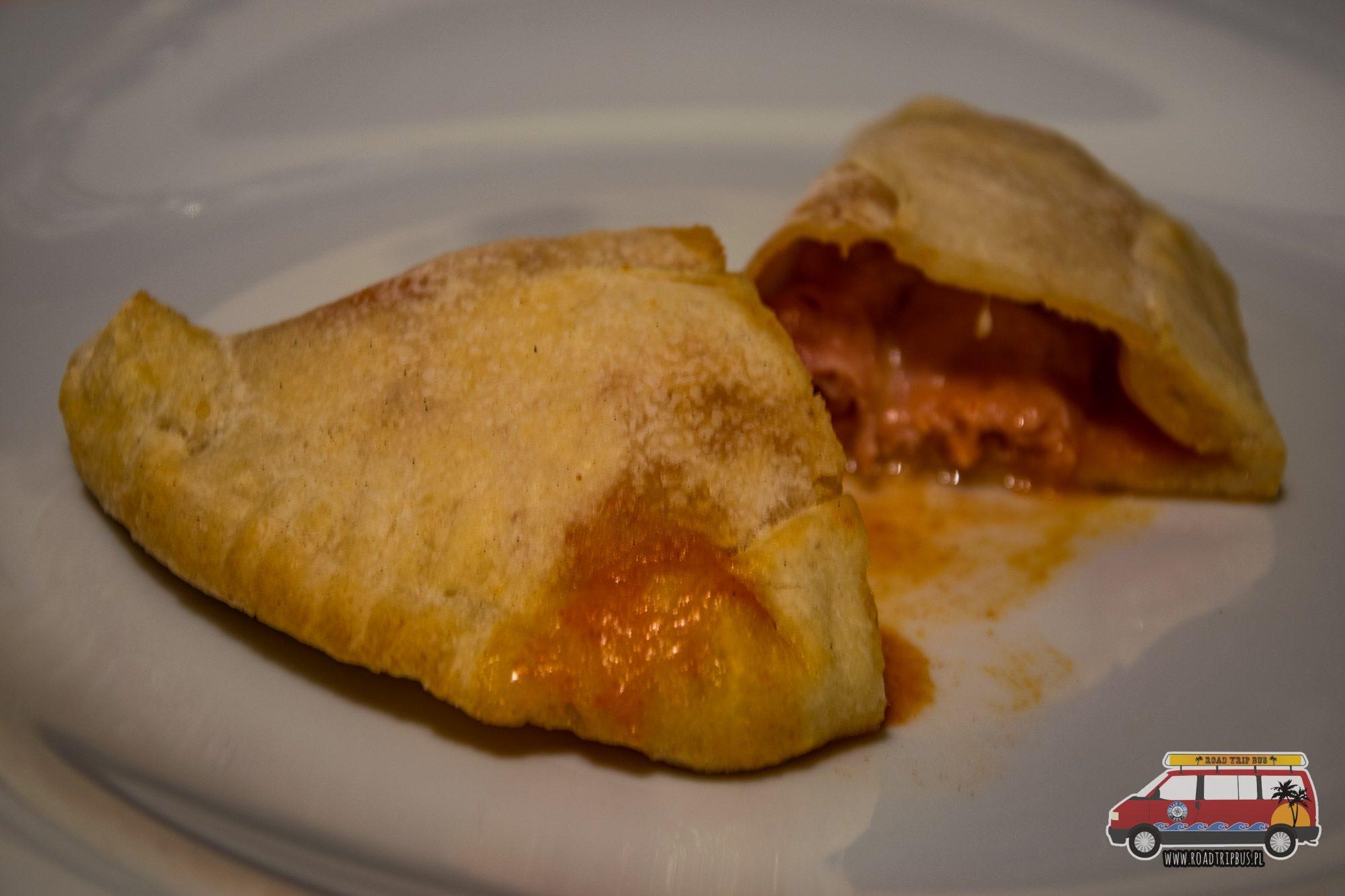 panzerotti z szynką i mozzarellą