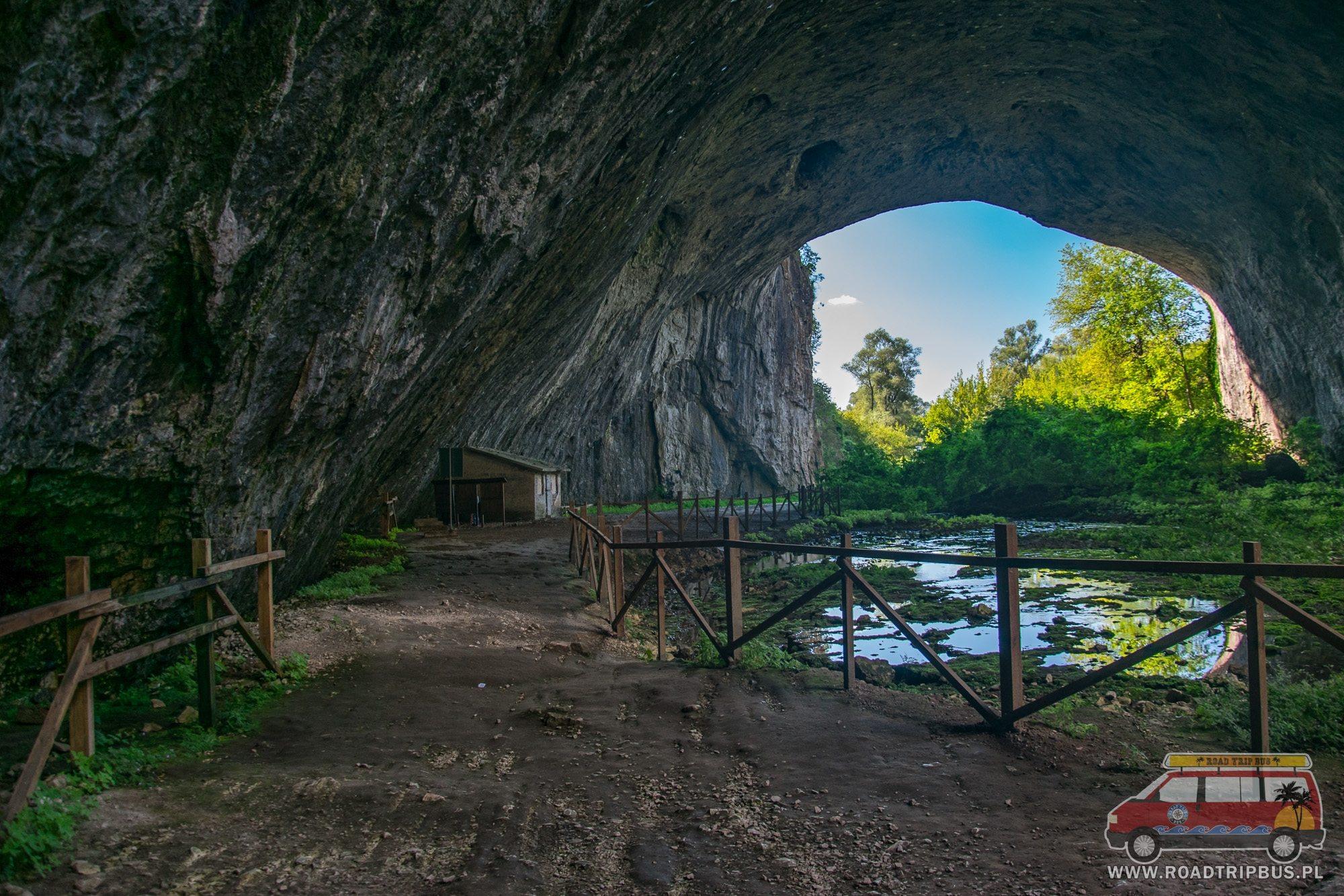 wejście do jaskini dewetaszka