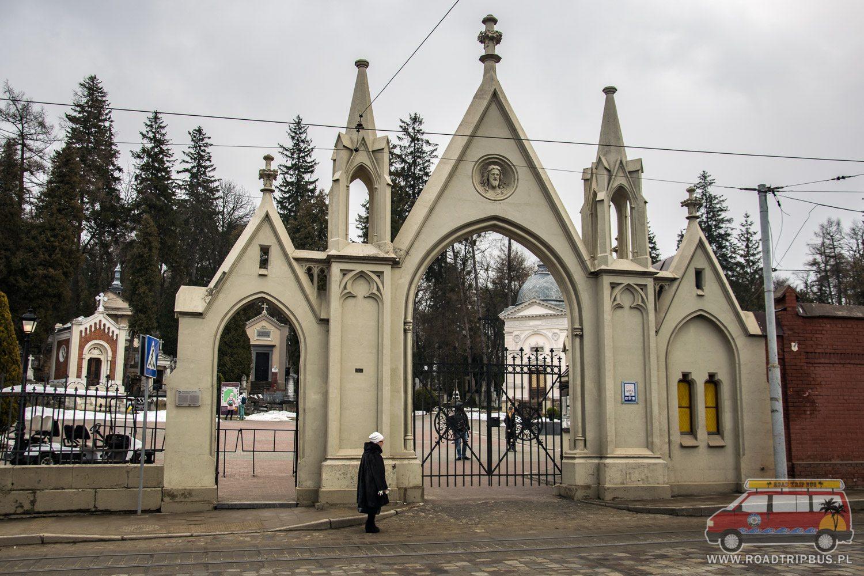 wejście na cmentarz