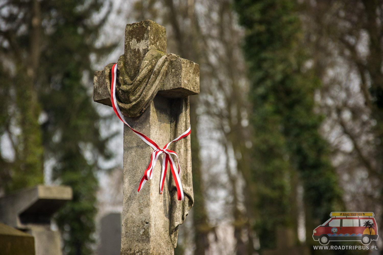krzyż ze wstążką