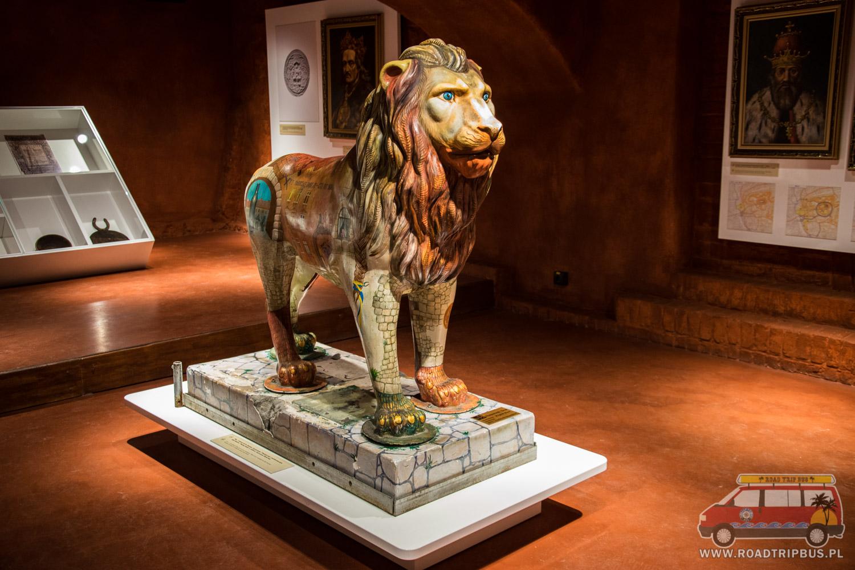 lew w muzeum piwa