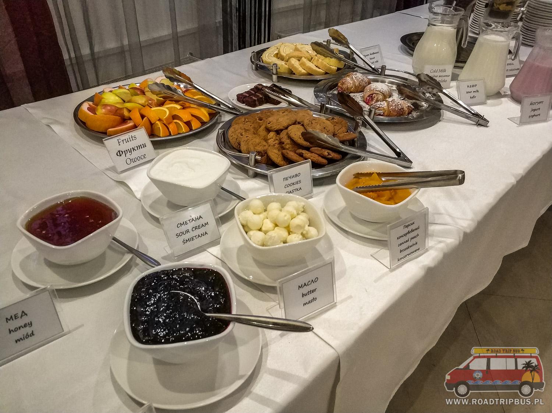 śniadanie w hotelu