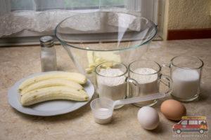 składniki na chleb bananowy