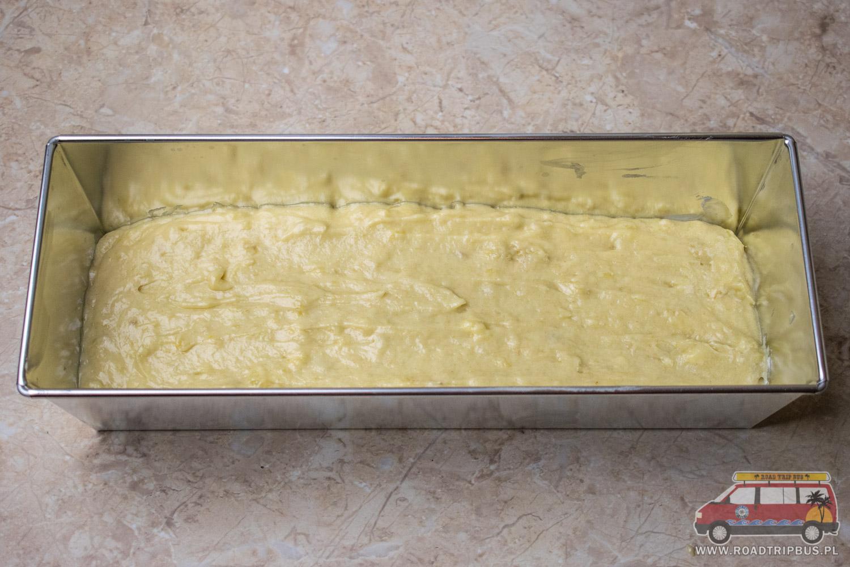 wykładamy ciasto do formy