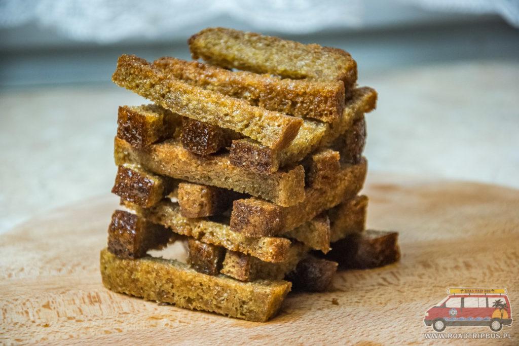 smażone paluszki chlebowe