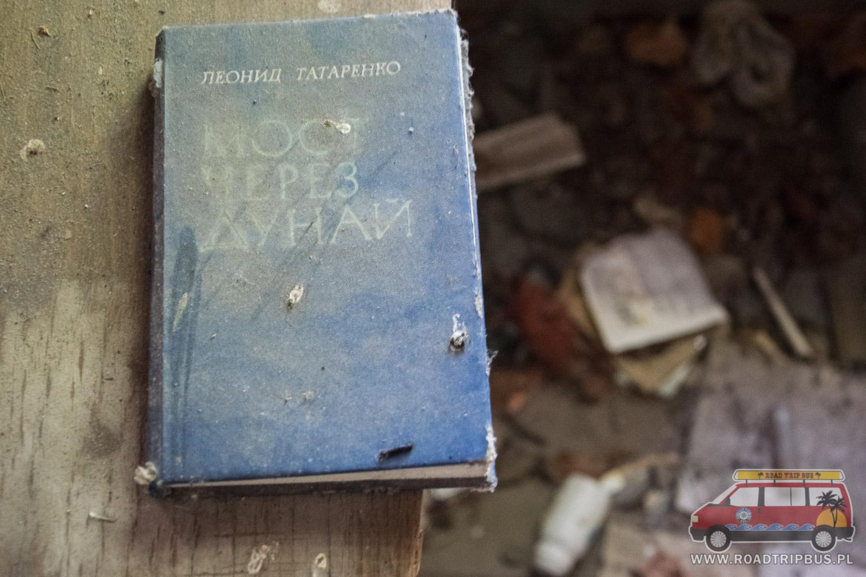 zniszczona książka