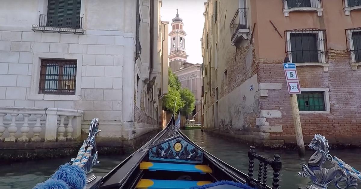 gondola w weneckim kanale