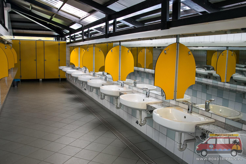 łazienka na kempingu