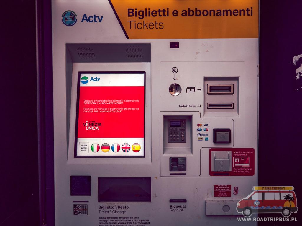 automat biletów komunikacji miejskiej w Wenecji