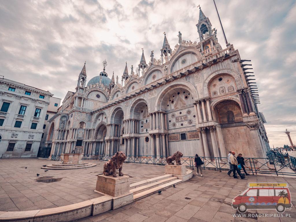 północna ściana bazyliki świętego Marka w Wenecji