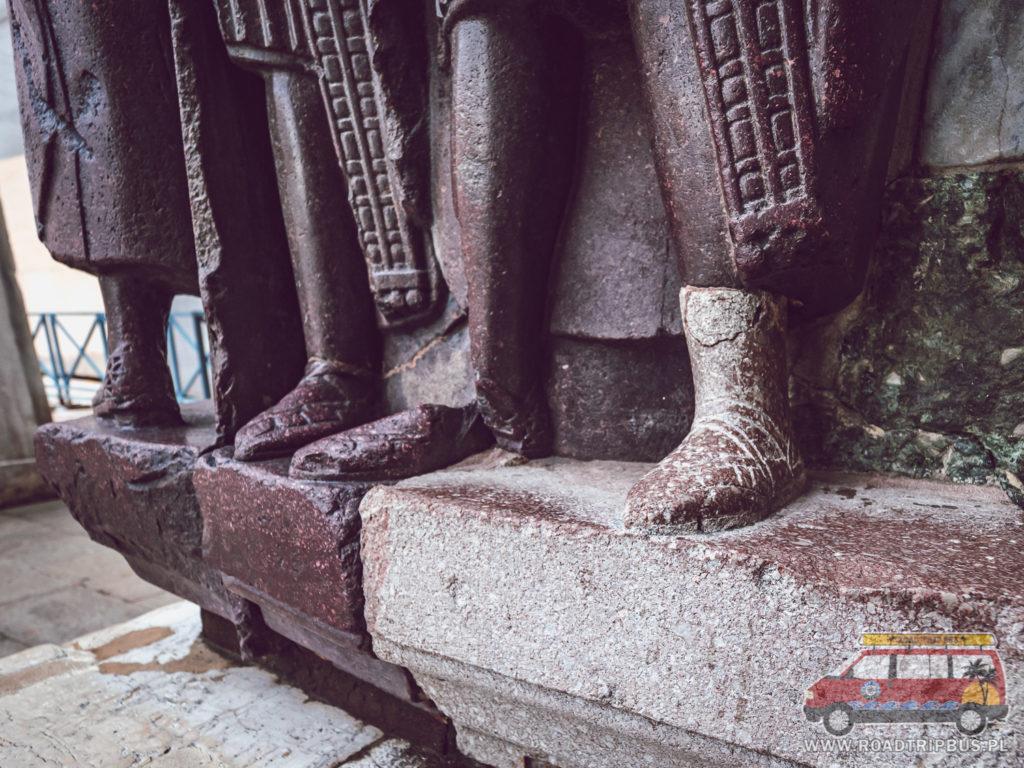 brakująca stopa w rzeźbie czterech tetrarchów