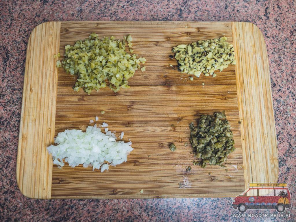 pokrojone składniki na sos