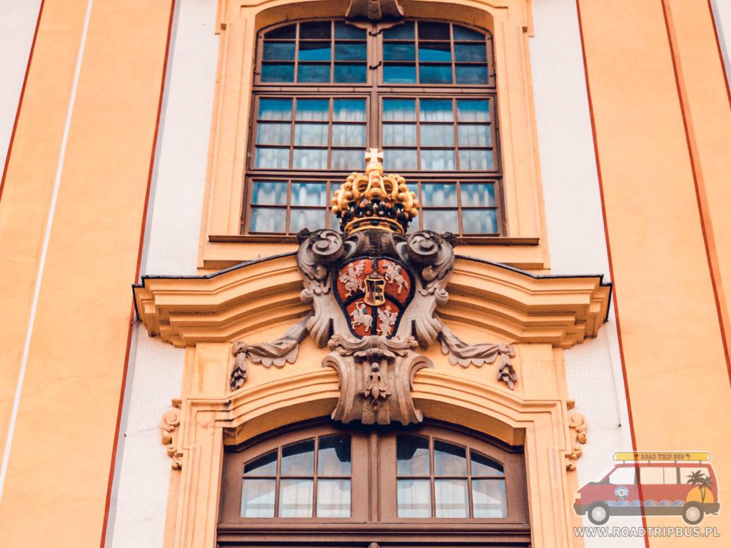Herb Polski na Pałacu Moritzburg