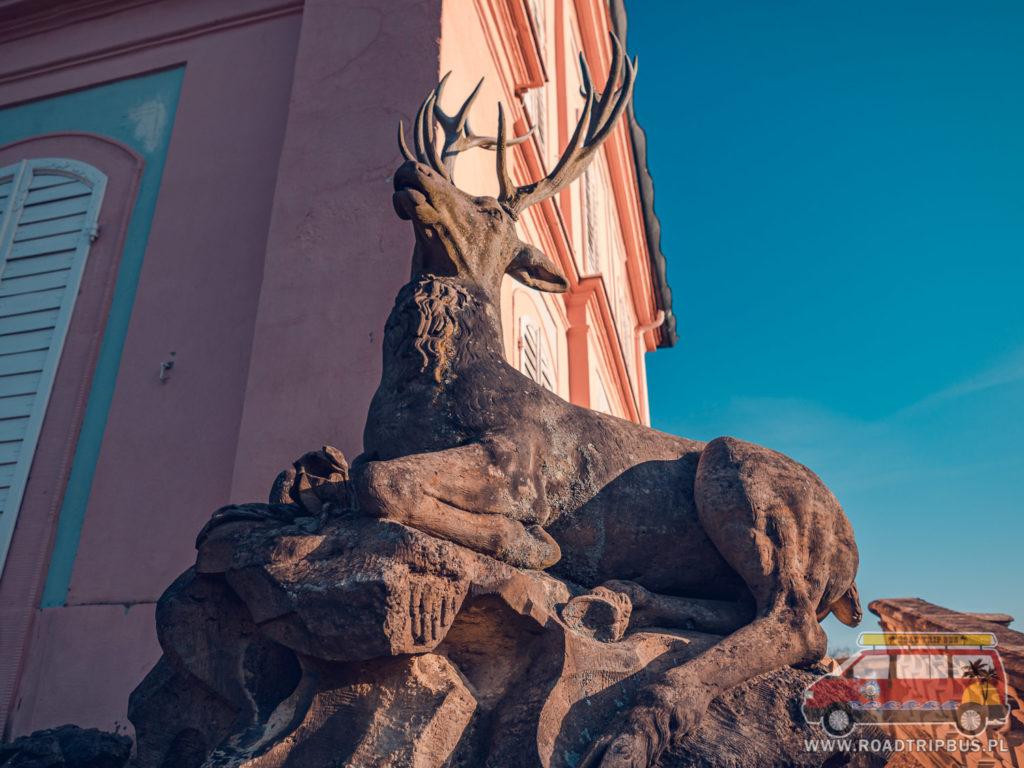 rzeźba Jelenia
