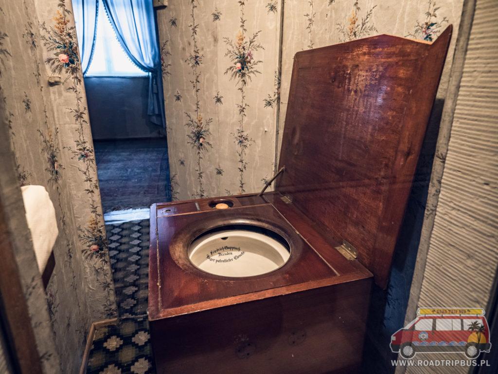 XIX wieczna toaleta