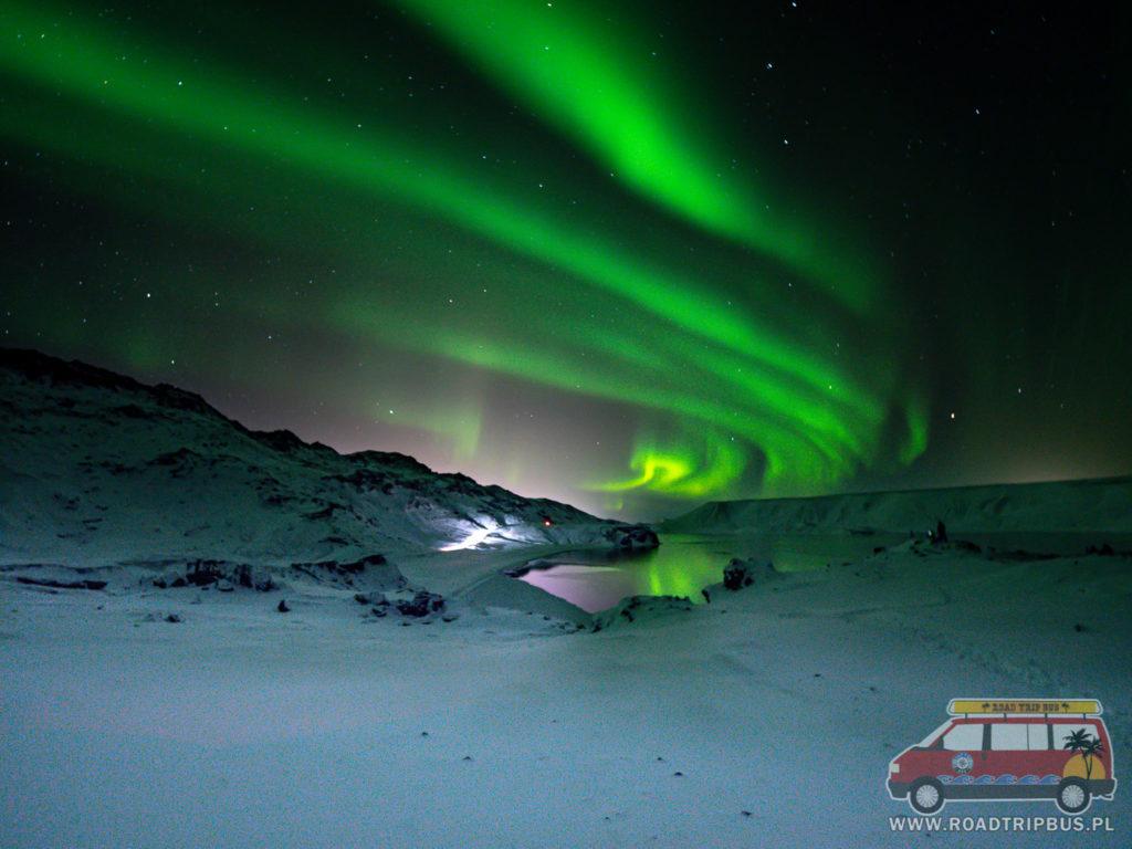 zorza polarna niedaleko Reykiaviku