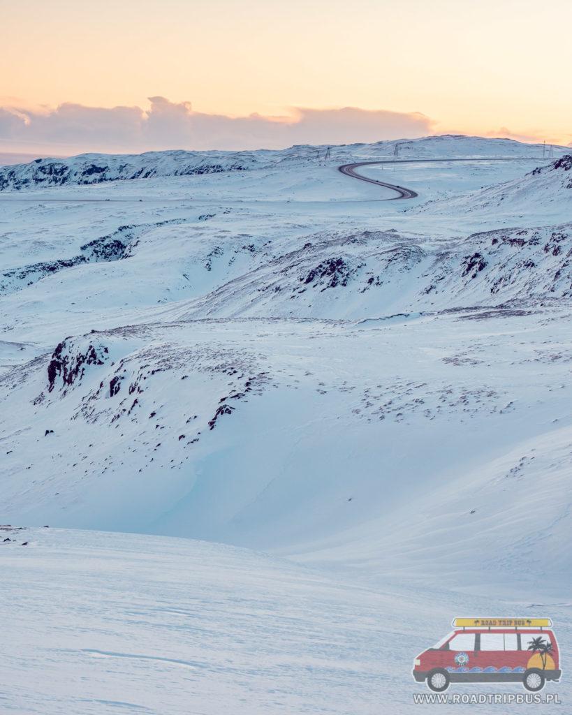 widok na drogę numer 1 na Islandii