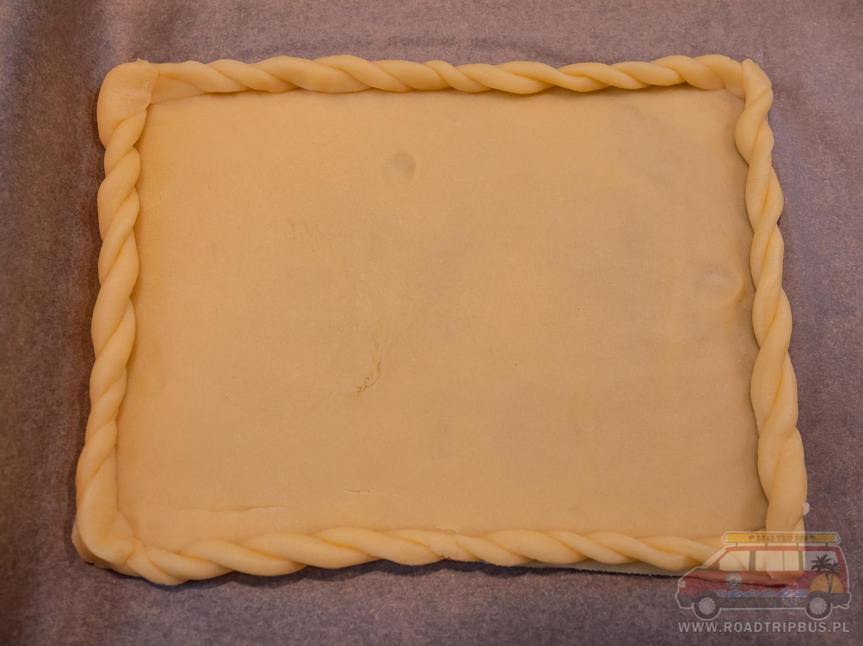 ciasto z ozdobnymi bokami