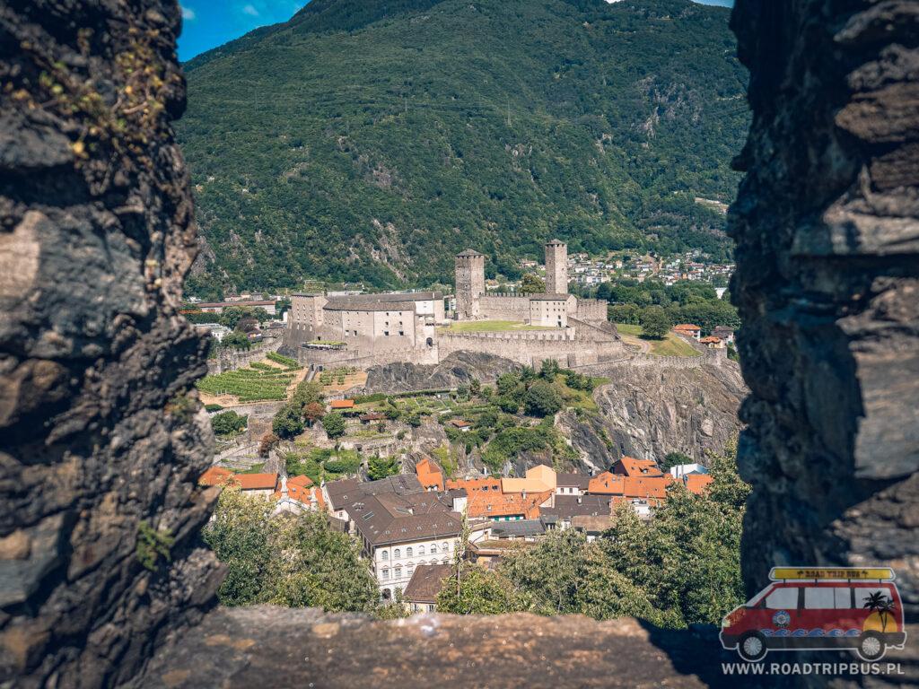 castelgrande widziany z murów montebello
