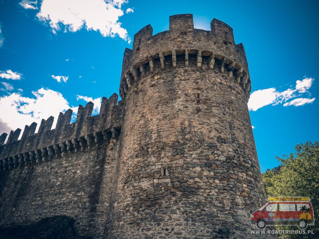 baszta zamku montebello