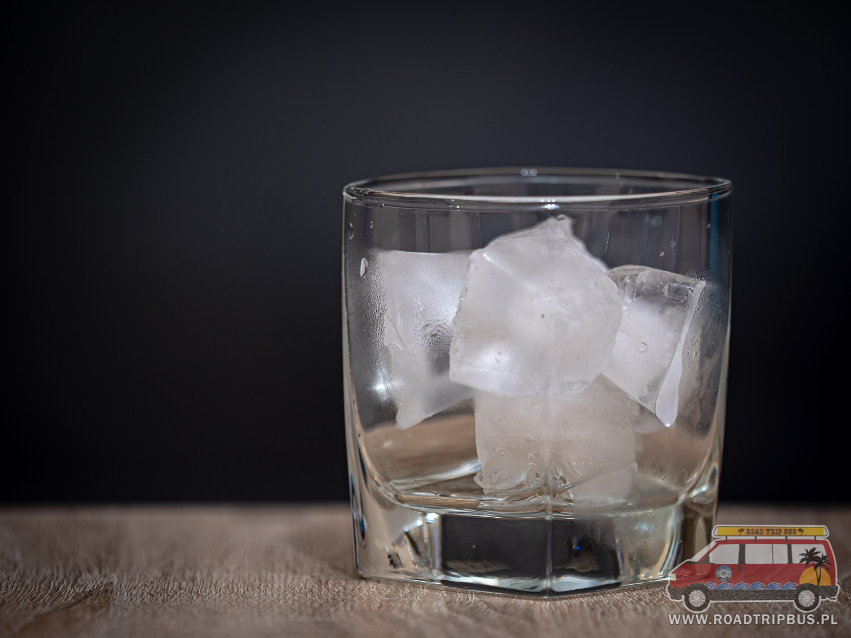 szklanka z lodem