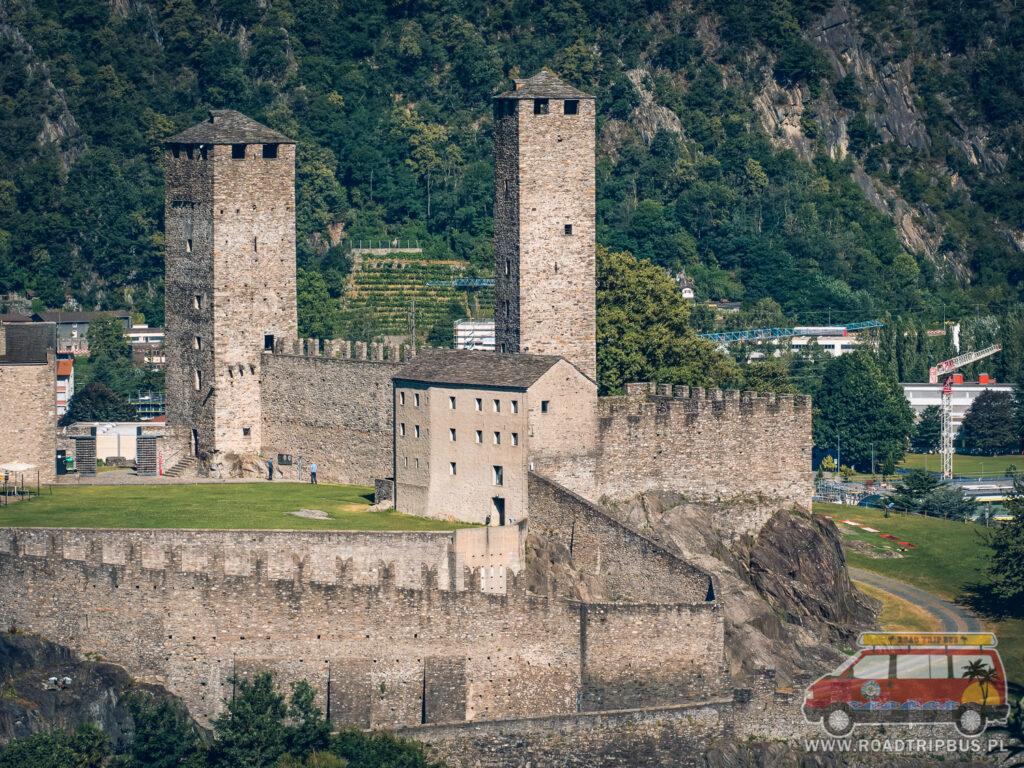dwie wieże zamku castelgrande w bellinzonie