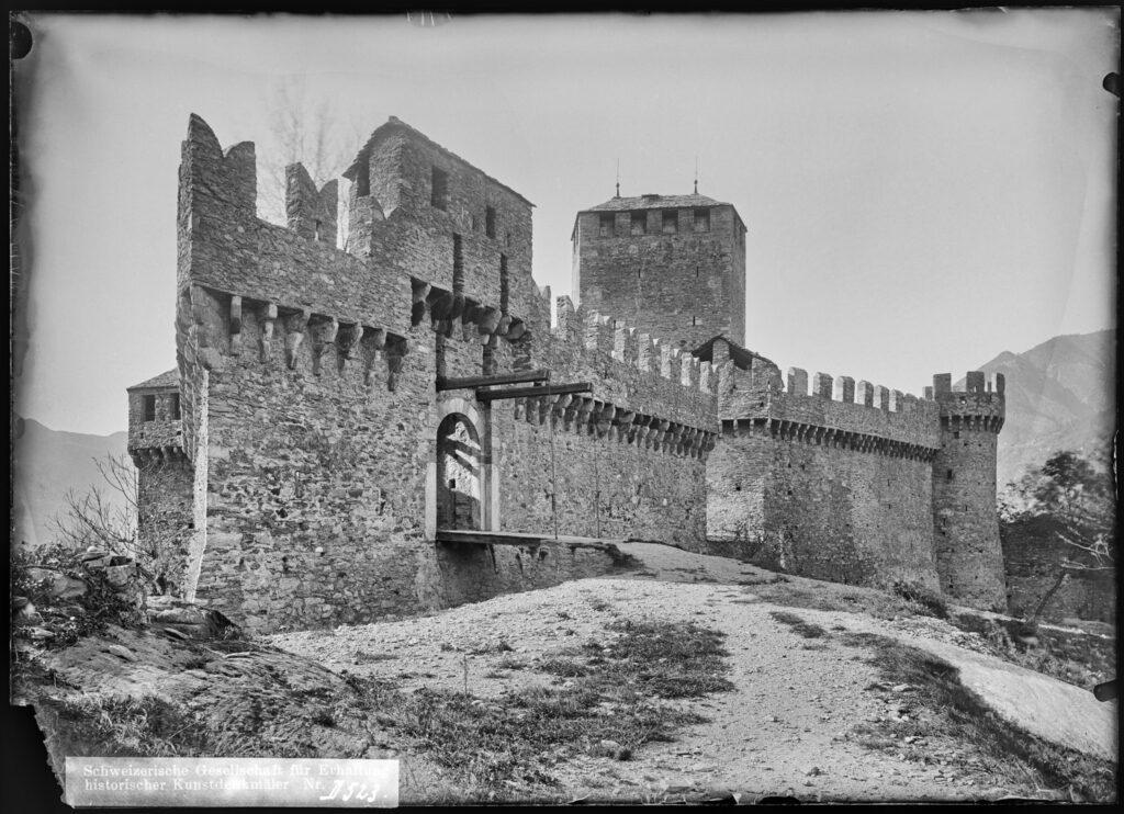 historyczne zdjęcie zamku