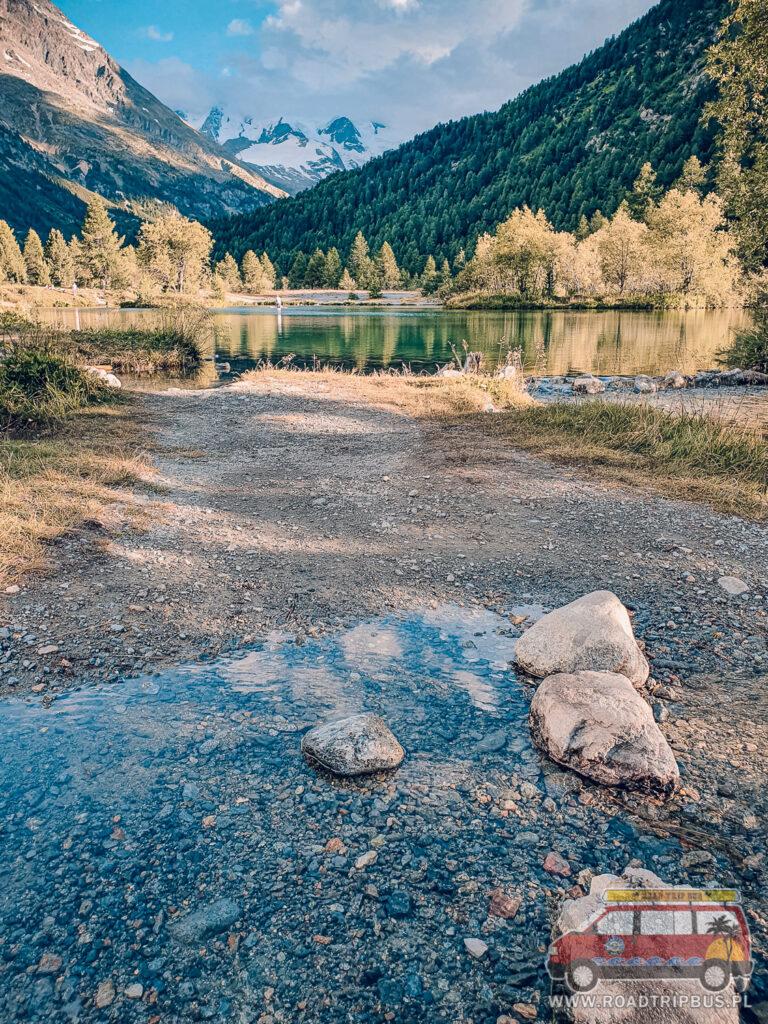 jezioro w dolinie
