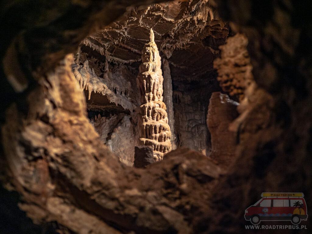 piękna naturalna ramka w jaskini balcarka