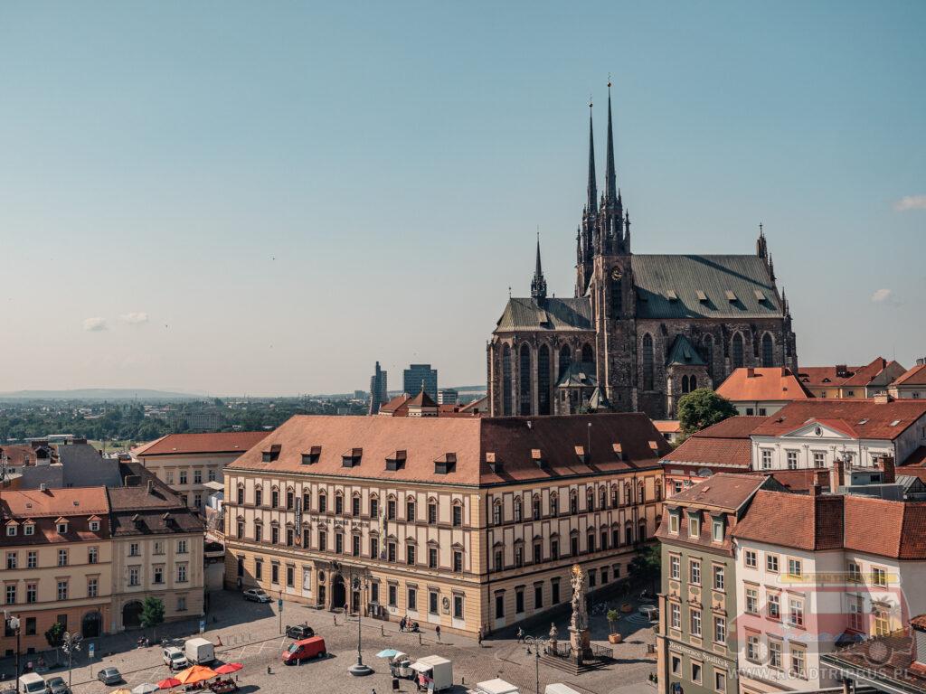Katedra św. Piotra i Pawła oraz fragment Placu Wolności