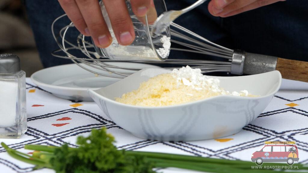 mieszanie sera ze skrobią