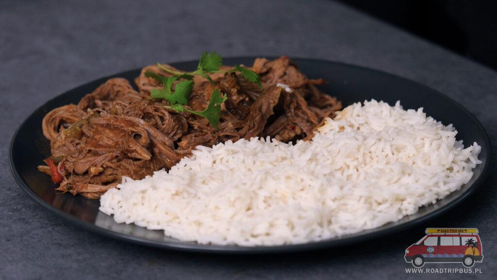 szarpana wołowina z ryżem