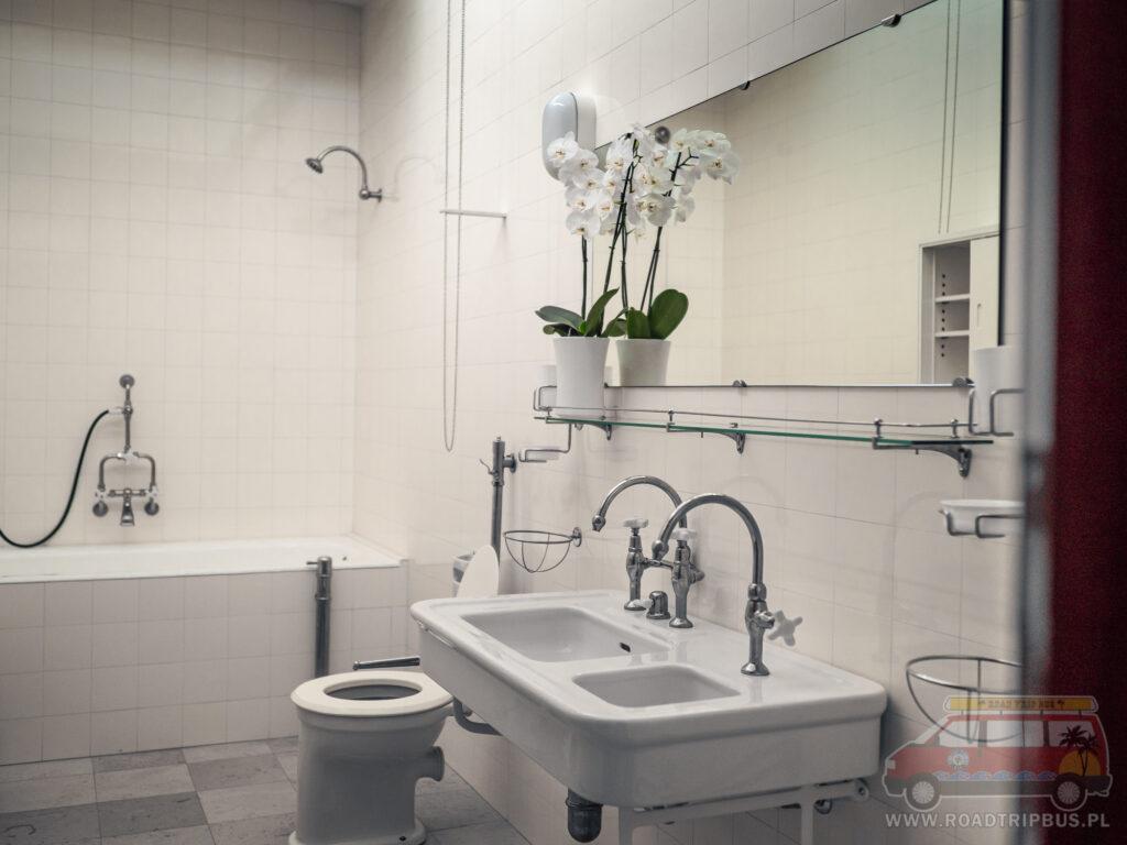 łazienka w pokojach prywatnych willi tugendhat