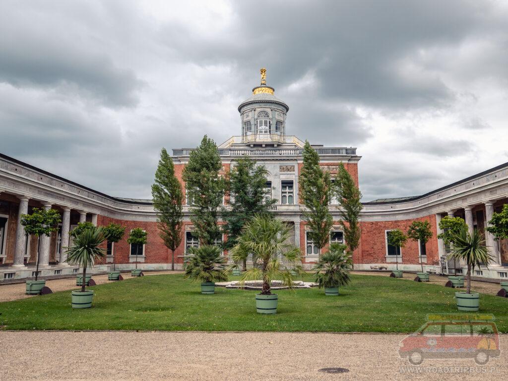 pałac marmurowy w nowym ogrodzie
