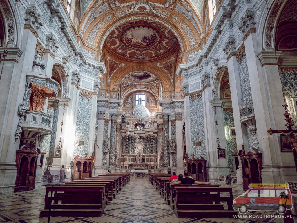 wnętrze kościoła I Gesuiti